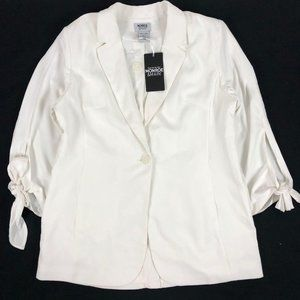NWT NEW Monroe & Main White One-Button Lightweight